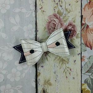 Mummy hair bow